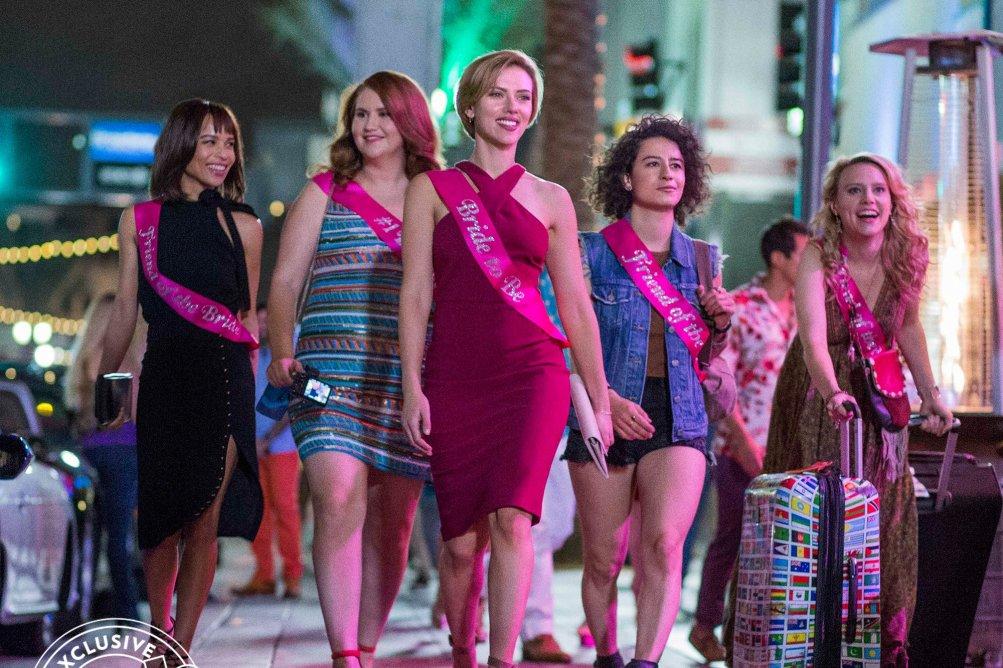Rough Night: una foto delle protagoniste Scarlett Johansson, Jillian Bell, Ilana Glazer, Kate McKinnon e Zoë Kravitz
