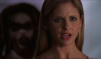 Una scena di Buffy, con Sarah Michelle Gellar