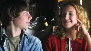Patrick Fugit e Kate Hudson in una scena del film Almost Famous