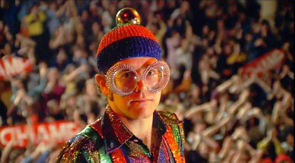 Elton John in una scena di Tommy