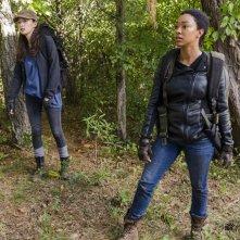 The Walking Dead: le attrici Christian Serratos e Sonequa Martin in The Other Side