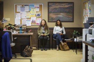 Tredici: Katherine Langford e Alisha Boe in una foto della serie