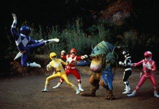 Power Rangers combattono in una scena della serie