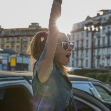 Vieni a vivere a Napoli: Miriam Candurro in una scena del film
