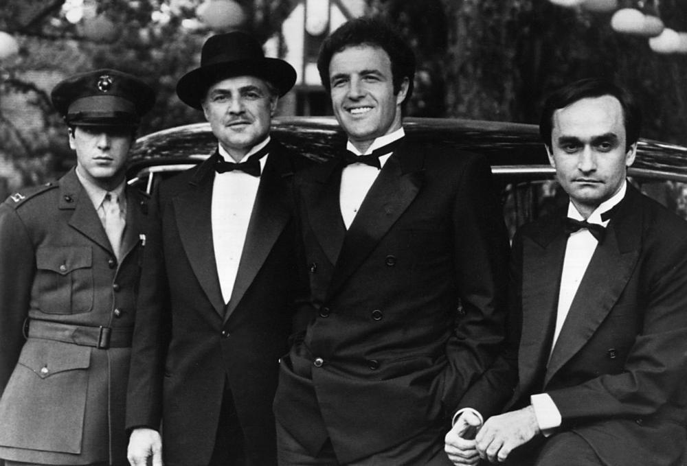 Il Padrino: James Caan, Marlon Brando, Al Pacino in una scena