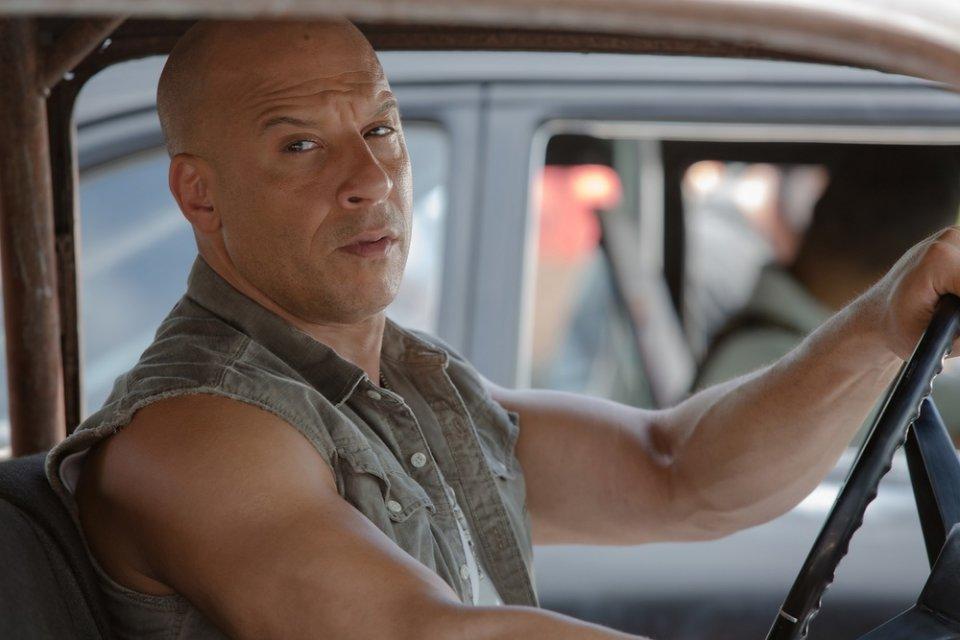 Fast & Furious 8: Vin Diesel al volante di una macchina in una scena del film