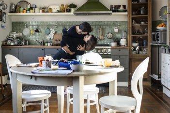 Moglie e marito: Pierfrancesco Favino e Kasia Smutniak in un momento del film