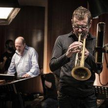 Piani paralleli: Giovanni Mazzarino e Fabrizio Bosso in un momento del documentario