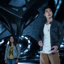Power Rangers: Becky G. e Ludi Lin in una scena del film