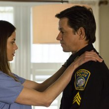 Boston - Caccia all'uomo: Mark Wahlberg e Michelle Monaghan in una scena del film