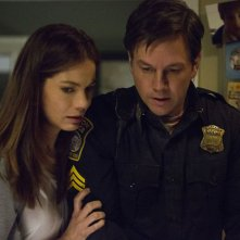 Boston - Caccia all'uomo: Mark Wahlberg e Michelle Monaghan in un momento del film