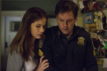 Boston - Caccia all'uomo: Mark Wahlberg e Michelle Monaghan in un momento del film