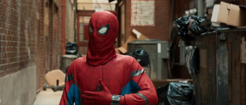 Spider-Man: Homecoming, la vestizione nel vicolo nel nuovo trailer del film