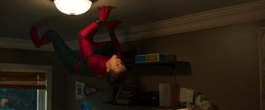 Spider-Man: Homecoming: Tom Holland in una scena del nuovo trailer del film