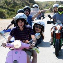 The Startup - Accendi il tuo futuro: Andrea Arcangeli in motorino con gli amici in una scena del film