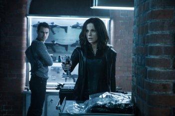 Underworld - Blood Wars: Kate Beckinsale e Theo James in una scena del film