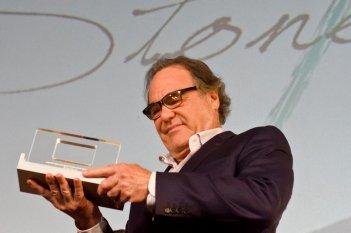 Oliver Stone ritira un premio al Lucca Film festival