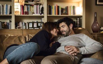 """Tra moglie e marito, Favino: """"Per strada mi scambiano per Kasia, essere lei è facile"""""""