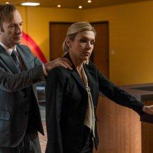 Better Call Saul 3: Bob Odenkirk con Rhea Seehorn nella premiere della nuova stagione