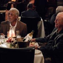 Insospettabili sospetti: Morgan Freeman e Michael Caine in una scena del film