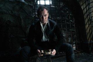 King Arthur: Legend of the Sword - Jude Law in una foto del film
