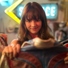 Girl Boss: Britt Robertson in una scena della prima stagione