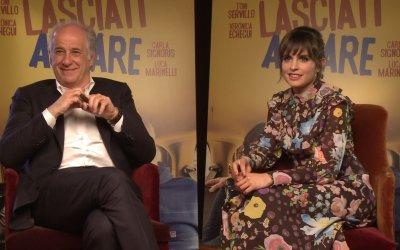 """Toni Servillo e Verónica Echegui su Lasciati andare: """"Il bello di affrontare la vita da dilettanti"""""""