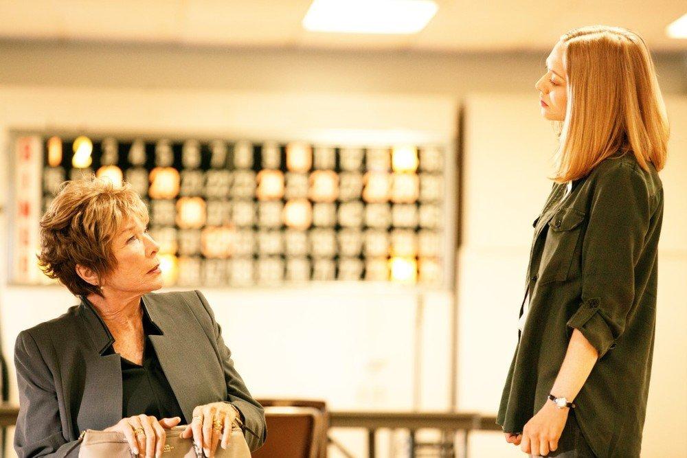 Adorabile nemica: Shirley MacLaine e Amanda Seyfried in una scena del film