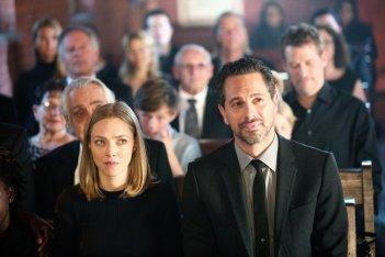 Adorabile nemica: Amanda Seyfried e Thomas Sadoski in una scena del film