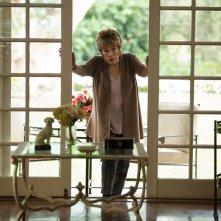 Adorabile nemica: Shirley MacLaine in una scena del film