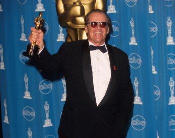 """Jack Nicholson con l'Oscar vinto per """"Qualcosa è cambiato"""""""