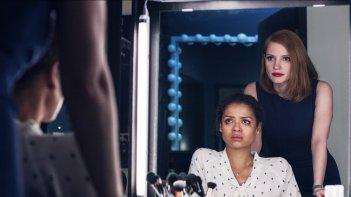 Miss Sloane: Gugu Mbatha-Raw e Jessica Chastain in un momento del film