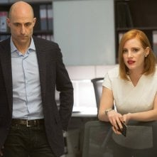 Miss Sloane: Mark Strong e Jessica Chastain in una scena del film