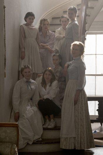 L'inganno: Nicole Kidman, Kirsten Dunst, Elle Fanning e il resto del cast femminile intorno alla regista Sofia Coppola