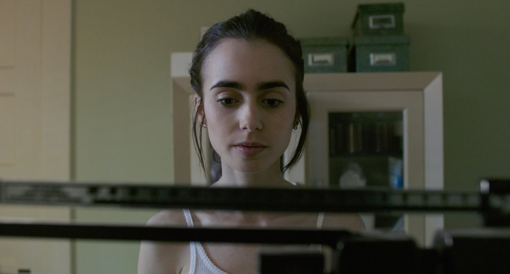 To The Bone: Lily Collins nella prima foto del film