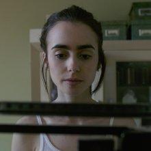 To The Bone: Lily Collins nella prima foto del film