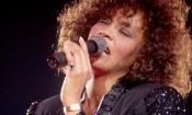 Whitney Houston: la tragica vita di una voce suadente
