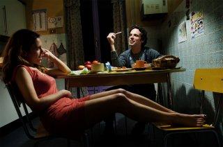 Sole, cuore, amore: Isabella Ragonese e Francesco Montanari in un momento del film