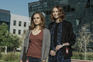 The Circle: Emma Watson e Karen Gillan in una scena del film