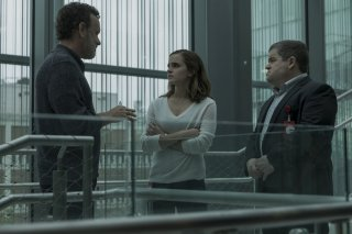The Circle: Tom Hanks, Patton Oswalt ed Emma Watson in una scena del film