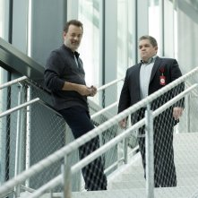 The Circle: Tom Hanks e Patton Oswalt in una scena del film