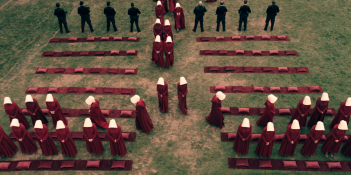 The Handmaid's Tale: una scena dell'episodio Offred