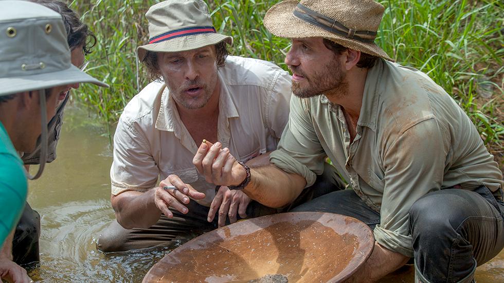 Gold - La grande truffa: Matthew McConaughey ed Edgar Ramirez in una scena del film