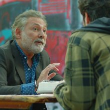 I peggiori: Francesco Paolantoni e Lino Guanciale (di spalle) in una scena del film