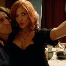 La notte che mia madre ammazzò mio padre: Patricia Montero e Diego Peretti in una scena del film
