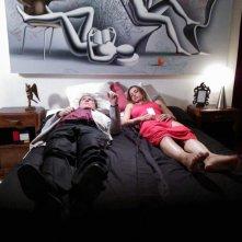 My Italy: un'immagine del film con due dei protagonsiti stesi sul letto