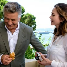 Paris Can Wait: Alec Baldwin e Diane Lane in una scena del film