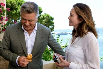 Paris Can Wait: Alec Baldwin e Diane Lane in una scena del film