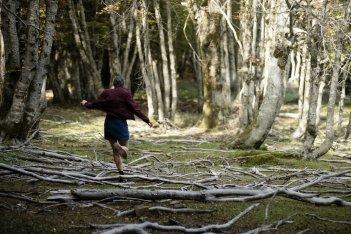 Sicilian Ghost Story: Julia Jedlikowska di spalle mentre corre in un momento del film