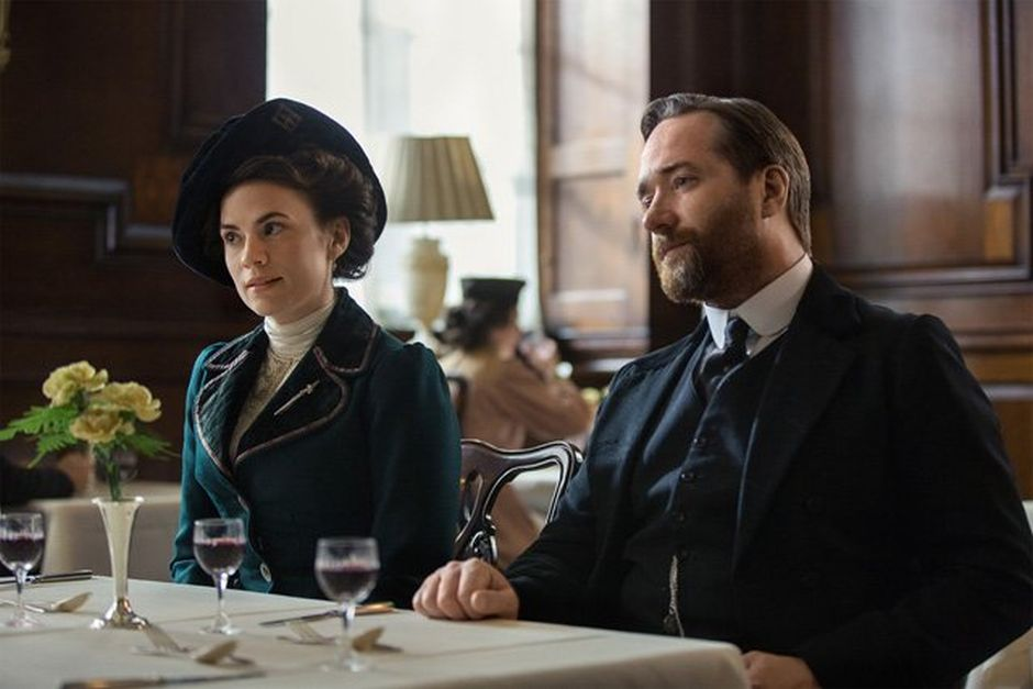 Howards End: Hayley Atwell e Matthew Macfadyen nella prima foto della miniserie